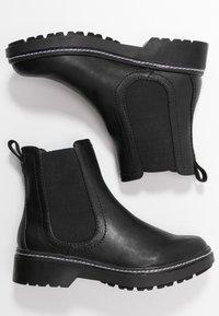 Tamaris - Kotníkové boty na platformě - black - 3