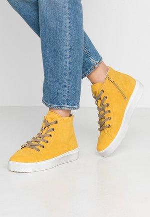 Sneaker high - sun