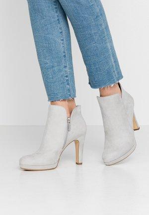 Kotníková obuv na vysokém podpatku - grey