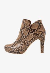 Tamaris - Kotníková obuv na vysokém podpatku - nut - 1