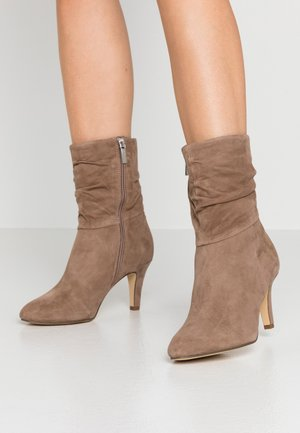 BOOTS - Classic ankle boots - antelope