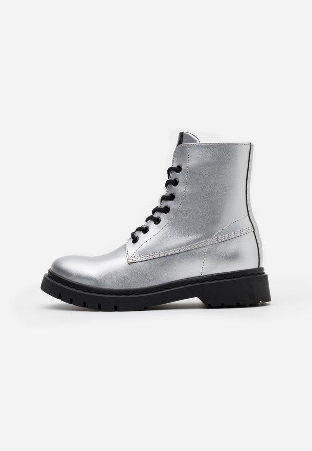 BOOTS - Platåstøvletter - silver