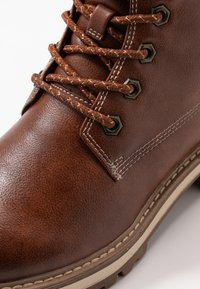 Tamaris - Šněrovací kotníkové boty - cognac - 2