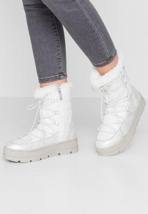 Zimní obuv - white