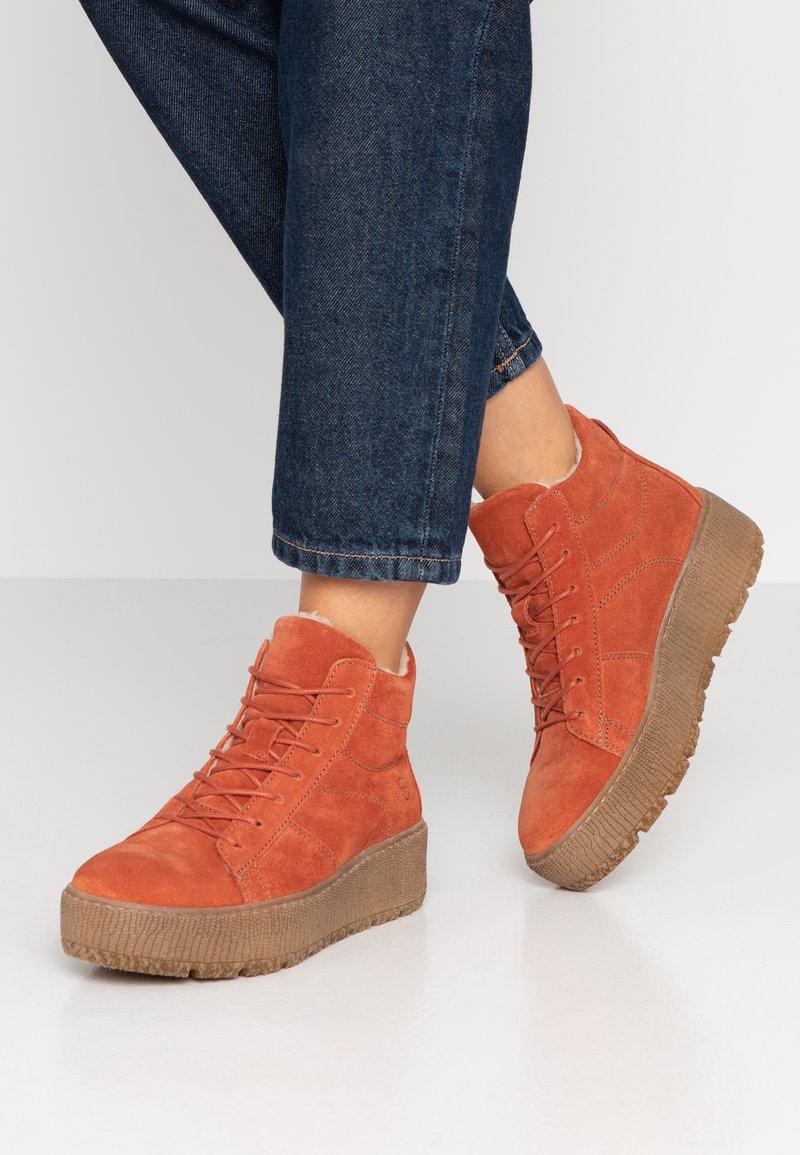 Tamaris - Kotníkové boty na platformě - rust