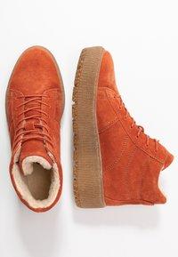 Tamaris - Kotníkové boty na platformě - rust - 3