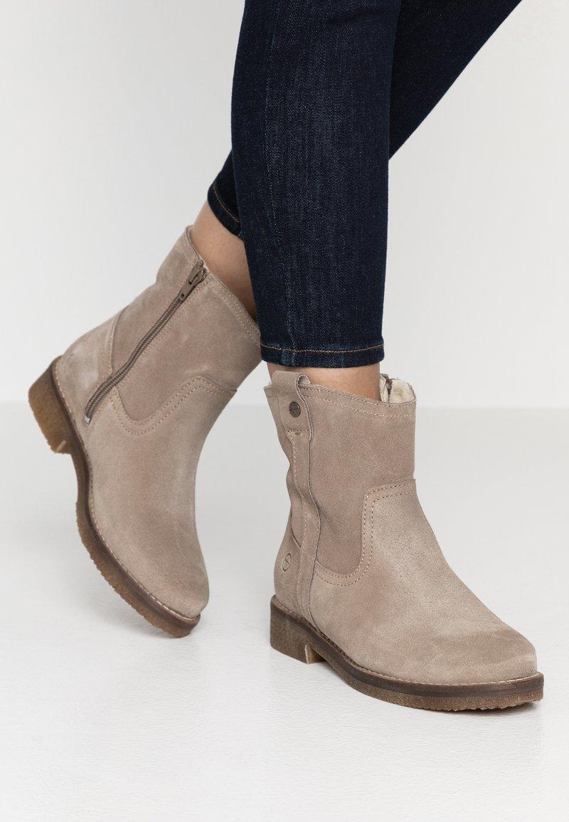 Tamaris - Kotníkové boty - taupe