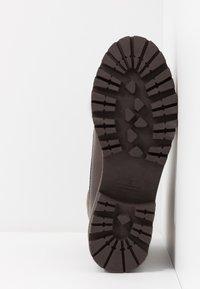 Tamaris - Kotníkové boty na platformě - mocca - 6