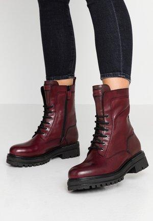 Kotníkové boty na platformě - bordeaux