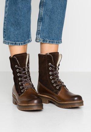 Šněrovací kotníkové boty - mocca