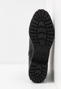 Tamaris - BOOTS - Botines con plataforma - black - 6