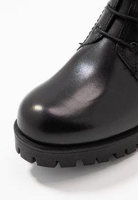 Tamaris - BOOTS - Botines con plataforma - black - 2