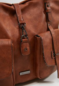 Tamaris - BERNADETTE - Shopping Bag - cognac - 6