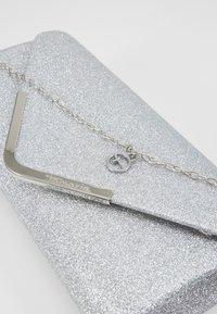 Tamaris - BRIANNA CLUTCH BAG - Clutch - silver - 6