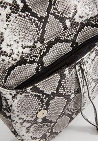 Tamaris - ANDREA - Handbag - white - 4