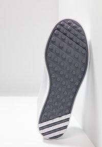 adidas Golf - ADICROSS PPF - Scarpe da golf - footwear white/silver metallic - 4