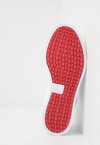 adidas Golf - ADICROSS RETRO - Golfsko - footwear white/silver metallic/tech indigo - 4