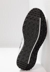 adidas Golf - TRAXION - Golfové boty - footwear white/core black/grey six - 4