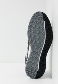 adidas Golf - TRAXION - Golfsko - core black/footwear white/silver metallic - 4