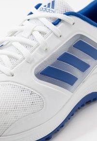 adidas Golf - CP TRAXION SL - Golfsko - footwear white/team royal blue/silver metallic - 5