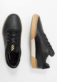 adidas Golf - ADICROSS RETRO - Golfové boty - core black/gold metallic/clear brown - 1