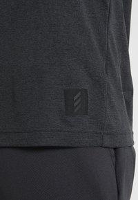 adidas Golf - ADICROSS NO SHOW TRANSITION  - Printtipaita - carbon - 6