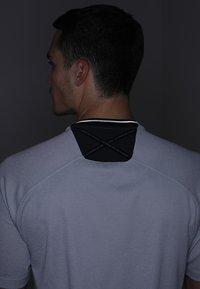 adidas Golf - ADICROSS NO SHOW TRANSITION  - T-shirt med print - grey two - 5