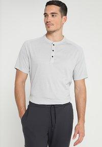 adidas Golf - ADICROSS NO SHOW TRANSITION  - T-shirt med print - grey two - 0