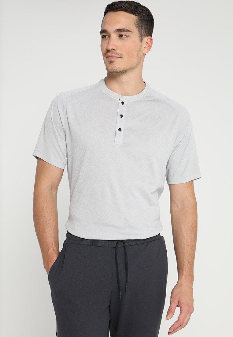 adidas Golf - ADICROSS NO SHOW TRANSITION  - T-shirt med print - grey two