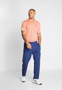 adidas Golf - STRIPE COLLECTION - Polotričko - amber tint/signal coral - 1