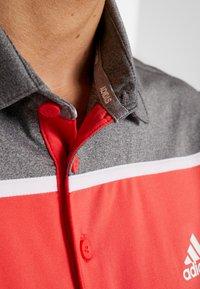 adidas Golf - Polotričko - real coral/grey four melange - 6