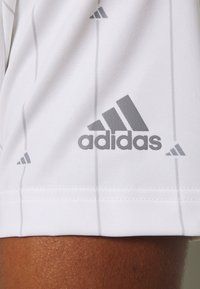 adidas Golf - ULTIMATE SPORTS GOLF SHORT SLEEVE - Funktionstrøjer - white/grey three/grey two - 5