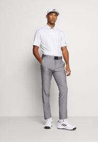 adidas Golf - ULTIMATE SPORTS GOLF SHORT SLEEVE - Funktionstrøjer - white/grey three/grey two - 1