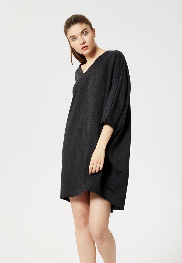 ROBE - Jersey dress - m