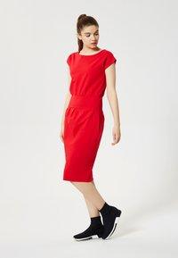 Talence - Shift dress - rouge - 1