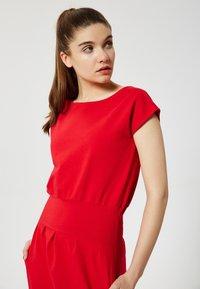 Talence - Shift dress - rouge - 3