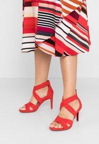Tamaris Heart & Sole - Korolliset sandaalit - red - 0