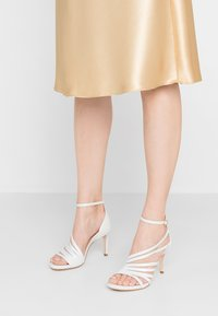 Tamaris Heart & Sole - Korolliset sandaalit - white pearl - 0