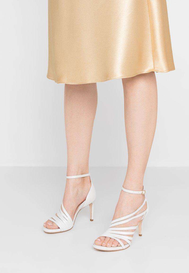 Tamaris Heart & Sole - Korolliset sandaalit - white pearl
