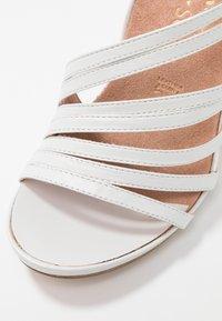 Tamaris Heart & Sole - Korolliset sandaalit - white pearl - 2