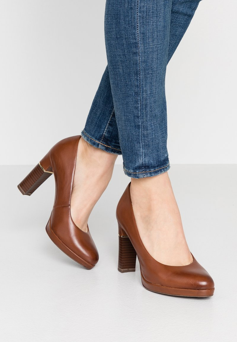 Tamaris Heart & Sole - Decolleté - cognac