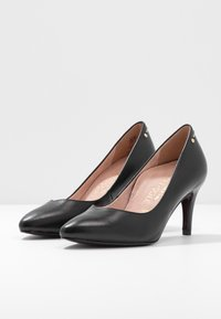 Tamaris Heart & Sole - COURT SHOE - Classic heels - black - 4