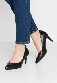 Tamaris Heart & Sole - COURT SHOE - Classic heels - black - 0