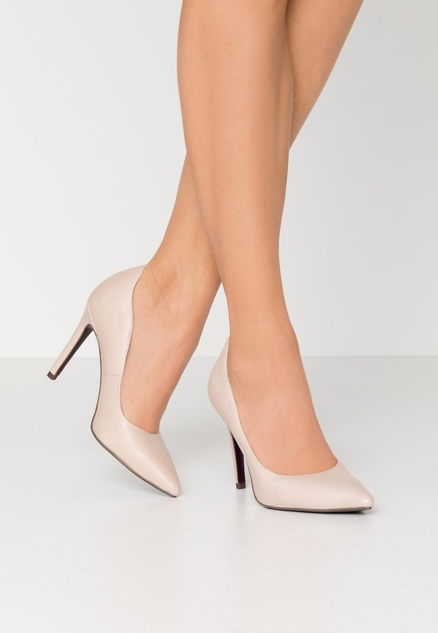 COURT SHOE - Klassiska pumps - nude