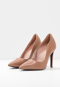 Tamaris Heart & Sole - COURT SHOE - Korolliset avokkaat - nut