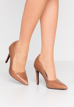 COURT SHOE - High Heel Pumps - nut
