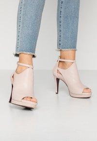 Tamaris Heart & Sole - Kotníková obuv na vysokém podpatku - nude - 0