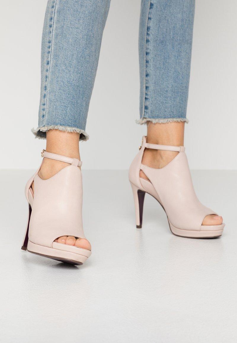Tamaris Heart & Sole - Kotníková obuv na vysokém podpatku - nude