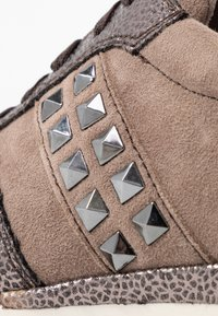 Tamaris Pure Relax - Sneakers - taupe/pewter - 2