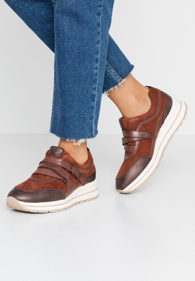 Tamaris Pure Relax - Sneaker low - chestnut